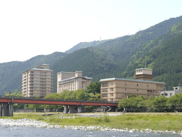 皆様のご愛顧のおかげで「プロが選ぶ日本のホテル・旅館100選」総合8位に選ばれました